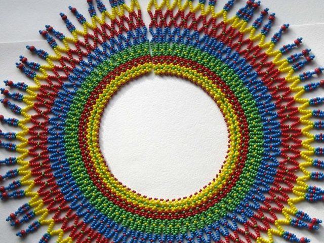 Ожерелье из бисера для фольклорного костюма